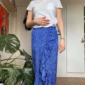 Rigtig fin slå-om lignende nederdel. Den er købt for to år siden, men ikke brugt specielt brugt og fremstår derfor næsten som ny