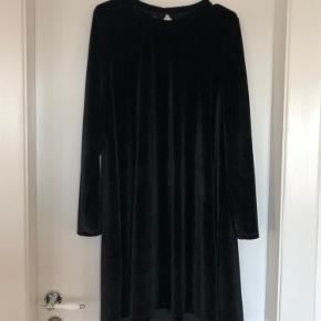 Velour kjole, aldrig brugt