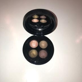 Jeg sælger denne flotte øjenskygge palette fra Mac Cosmetics, som jeg aldrig har fået brugt. Den er i nogle flotte efterårsfarver. BYD