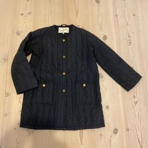 Barbara's Choice jakke. Model Rosalie. Str. 128/134. Super fin og praktisk jakke med fine detaljer. Ny pris 600 DKK