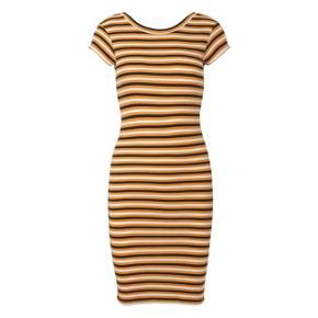 Smuk stribet kjole fra Mads Nørgaard, med en masse stræk. Passer xs-m. Materialet er 100% økologisk bomuld. Holder farve og kvalitet efter vask :-)   #30dayssellout