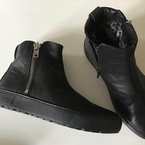 Nye superlækre Vagabond læderstøvler med varmt foer. Lynlås i siden. Indvendig sållængde 25 cm. Fast pris.
