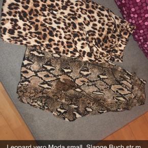 Leopard bukser str small/36 50 kroner.  Slange bukser str m 50 kroner fra Buch.  Ellers køb begge par til 85 plus Porto hvis det skal sendes.