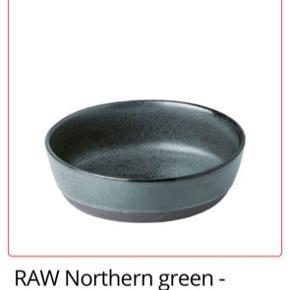 Raw stel  4 stk suppe tallerkener  5 stk middagstallerkner  2 stk frokost tallerkner  2 stk æggebærer   I alt en værdi af 1459kr sælges billigt for 1000kr i alt!!