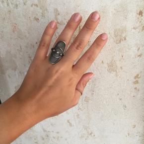 Sælger denne Line & Jo ring. Str.54.  Næsten ikke brugt. Np.:1850
