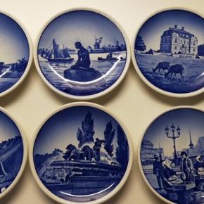 6 små platter fra Royal Copenhagen. Skriv for flere billeder😊  Jeg sender gerne, men køber betaler fragten