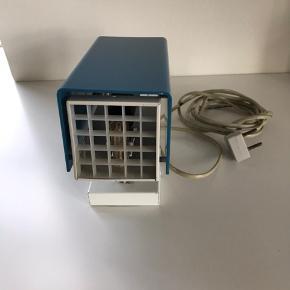 Retro sengelampe (fra 70'erne) - lyseblåt plast - virker - trænger til en ny ledning.