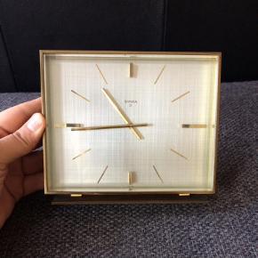 Retro, vintage, guld, messing.  13 cm høj, 15 cm bred.  Bordur Farve: Gylden