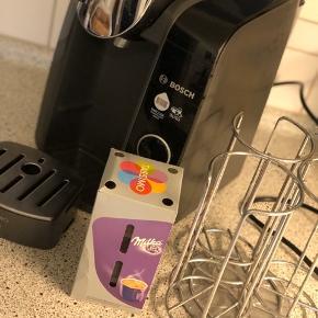 Tassimo kapselmaskine inkl kapselholder samt kakaokapsler ☺️