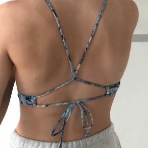 Virkelig flot bikinitop i str. xs fra H&M, har en mega pæn ryg. Sælges da den desværre er for stor. Fitter xs/s  Røgfrit hjem🚭