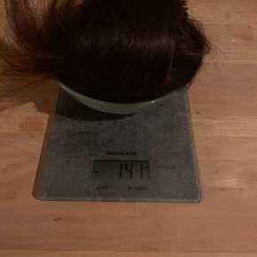 Ægte hairextensions i mørkebrun til tape metoden.  60cm 140gr Yderst god kvalitet, håret alene kostede 4000.  Haft på i to uger. Tog dem ud og sælger nu fordi jeg gerne ville have en ny hårfarve.