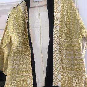 Smuk broderet Day kimono ✨🌿  Sælges kun hvis rette bud opnåes  Bytter ikke