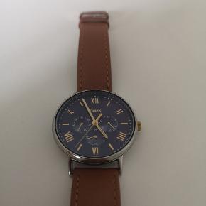 Ingen ridser, og købt i 2019  Glimrende ur med datoviser