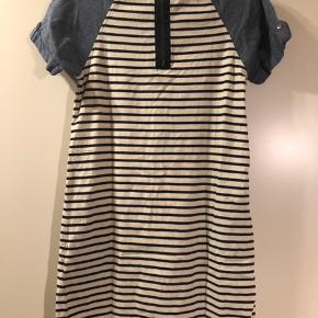 Fin kjole. Fejler intet. Str. 128  Afhentes 6700 Esbjerg