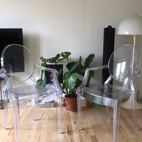 Sælger mine to Louis Ghost stole fra Kartell. De er brugte og prisen bliver derfor også sat herefter. Sælges helst samlet  Mp. 800kr stykket Skal afhentes på Nørrebro