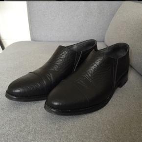 Fine sko i læder. Brugt få gange. Købt for 1100 kr. i Samsøe Samsøe.
