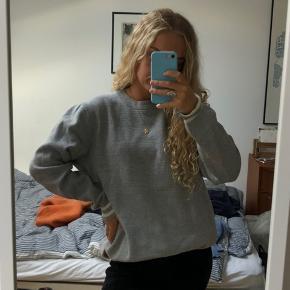 Sweatshirt fra H&M, mandeafdeling. Str M, men fitter en small/medium (jeg er small)