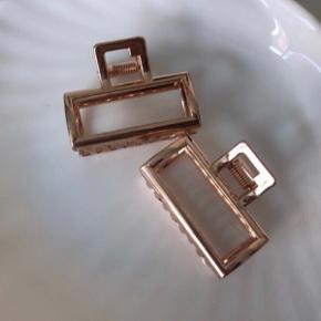 Fine hårklemmer i rosaguld metal 💫 pris pr. styk Ca. 4,5 cm.   Hentes på Islands Brygge eller sendes med PostNord på eget ansvar 💌🎀