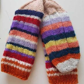 Hjemmestrømper, strikket i 100% uld.   Str 38-39. Fast pris.   Se mine andre annoncer for flere modeller. str fra 36-46   #zerowaste