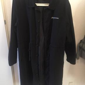 Meget lidt brugt frakke, ingen skader, sender gerne