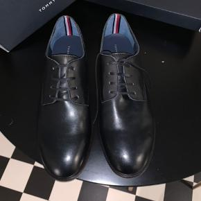 Skoen er aldrig brugt Kasse og kvittering medfølger Ny pris 700kr