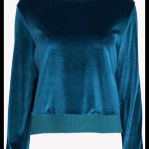Fineste bluse i velour, str M (kan passes af både str S og M). Brugt ganske sparsomt og i flot stand