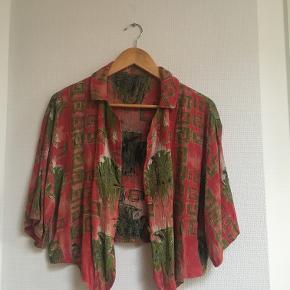 Vintage skjorte. Passer fint både S og M.
