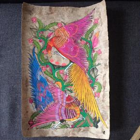 Unikt håndmalet billede, plakat, medbragt fra Mexico. Billedet er malet på selvlavet genbrugspapir. Stærke smukke farver. Mål: 59x40.  Har to andre af disse håndmalede billeder.  Billede, plakat Farve: MULTI Kvittering haves