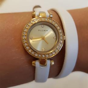 Varetype: Ur Størrelse: . Farve: Hvid Oprindelig købspris: 799 kr.  Rigtig fint ur. Det er læder.