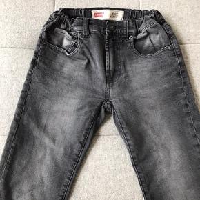 Lækre jeans, model 510 skinny, med strech og regulerbar talje, str 12 år. Rigtig pæne - ingen slid, pletter eller huller