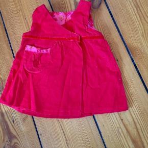 Fin rød kjole i fløjet.  Se mine andre annoncer og få god mængderabat
