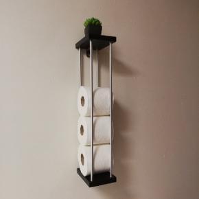 Fra eget design værksted Opbevaring af toiletruller  Hylder i træ Stål rustfrit børstet Mål 10x13 højde 49 cm Inkl beslag og skruer til ophæng  Fragt 39, -