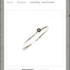Smuk enkel sølvring med ægte sort diamant fra den danske smykkedesigner  Julie Carl STR 51 Nypris 1550 kr forsendelse betaler køber