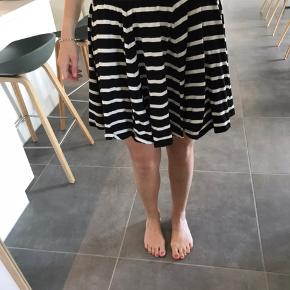 Sød og let nederdel   - Køber betaler fragt - Kan afhentes i Horsens eller Aarhus