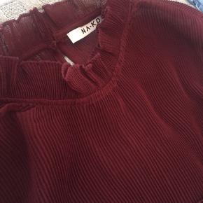 Sælger denne fine bluse fra NA-KD, brugt et par gange. Mener np var 289