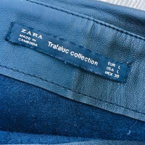 """Fineste zara trafaluc nederdel str large. Med """"ruffles"""" / skørter / lag"""