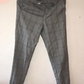 Sælger disse ternet mom jeans, dog ikke i jeans stof😁 bukserne er købt for halvandet år siden for 175kr.