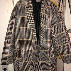 Lang frakke som Sælges da den ikke bliver brugt byd gerne;)