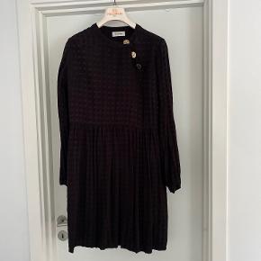 Modström anden kjole & nederdel