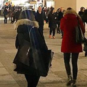 orginale woolrich jacke, 3-4 mal getragen, im winter 2017/18 gekauft, sehr schön und warm, Grösse XL, klein geschnitten, neupreis 829.-, sehr schöner pelz