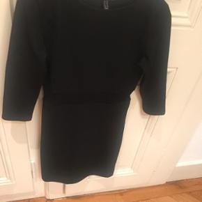 Robe noir Petite bande transparente à la taille 👗