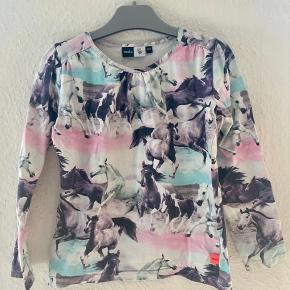 Molo bluse 122  -fast pris -køb 4 annoncer og den billigste er gratis - kan afhentes på Mimersgade 111 - sender gerne hvis du betaler Porto - mødes ikke andre steder - bytter ikke