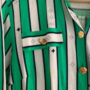 Virkelig fin vintage kjole med grønne, hvide og sorte striber.   #secondchancesummer