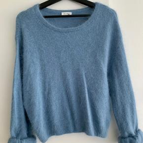 Flot og blød sweater fra American Vintage. Aldrig brugt fordi farven ikke lige er mig. Perfekt til vinteren 😊