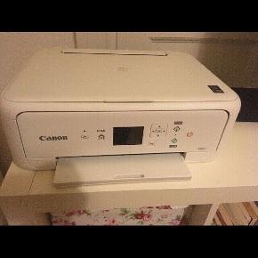 Sælger min flotte Canon TS5151 printer det jeg ikke for den brugt... Virker 100% som den skal  Alt medfølger kasse osv Skal kun købes blæk