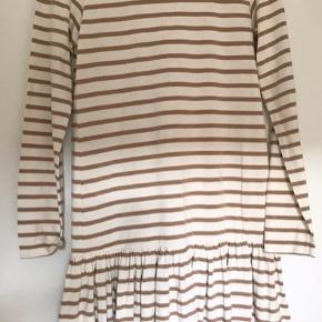 Sød kjole fra Ganni. Den er i perfekt stand og er ikke blevet brugt. Kommer fra røgfrit hjem.