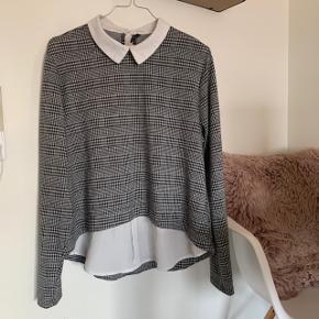 Rigtig sød trøje i tern, hvor der er kant og bund fra en skjorte på :) den er bare så fin!