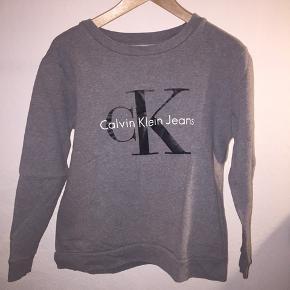 Den lækreste vintage-inspirerede sweatshirt fra Calvin Klein