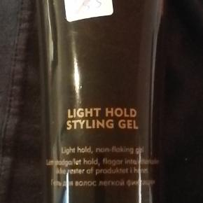 Helt ny American Light hold styling  gel 250 ml. NP 185 kr. NU 75 kr. Se på billederne for mere information.