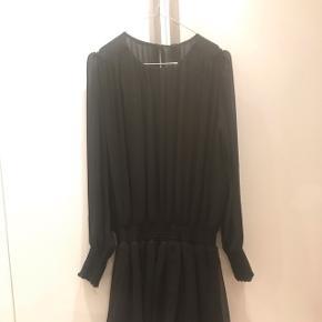 Yas kjole aldrig brugt, har stadig prismærke 👍🏻 hurtig handel byd 😊